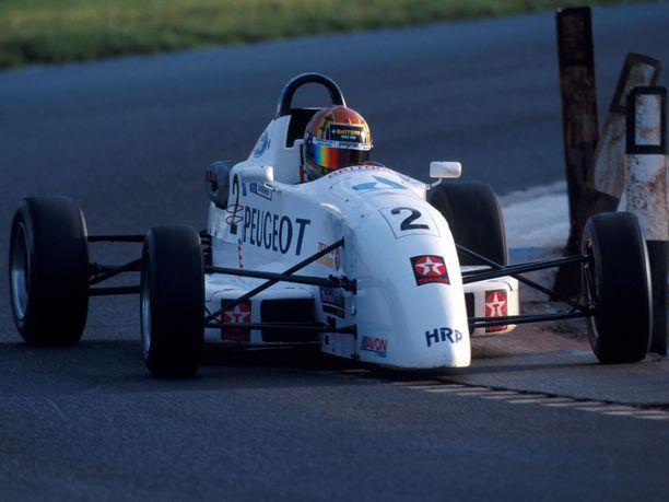 Formula Ford -testit olivat Kimi Räikköselle pelkkä muodollisuus. Kuvassa hän on vauhdissa Donington Parkin radalla 16. joulukuuta 1998.