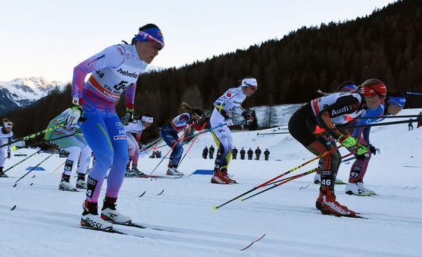 Aino-Kaisa Saarinen juuttui ruuhkaan Sveitsin Alpeilla.