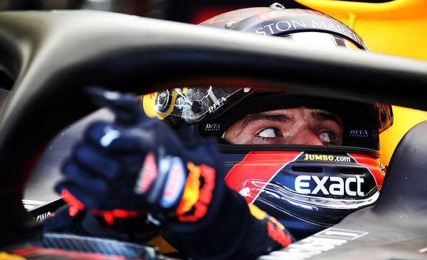 Max Verstappenin Red Bull hajosi aivan ensimmäisten harjoitusten lopulla.
