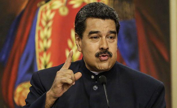 Nicolas Maduro toivoo paavin estävän Yhdysvaltojen hyökkäyksen.