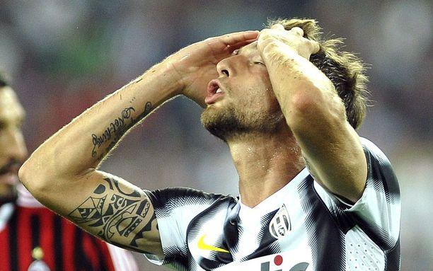 Claudio Marchisio ei harmittele Juventuksen taloustilannetta, vaan hukkaamaansa maalipaikkaa.