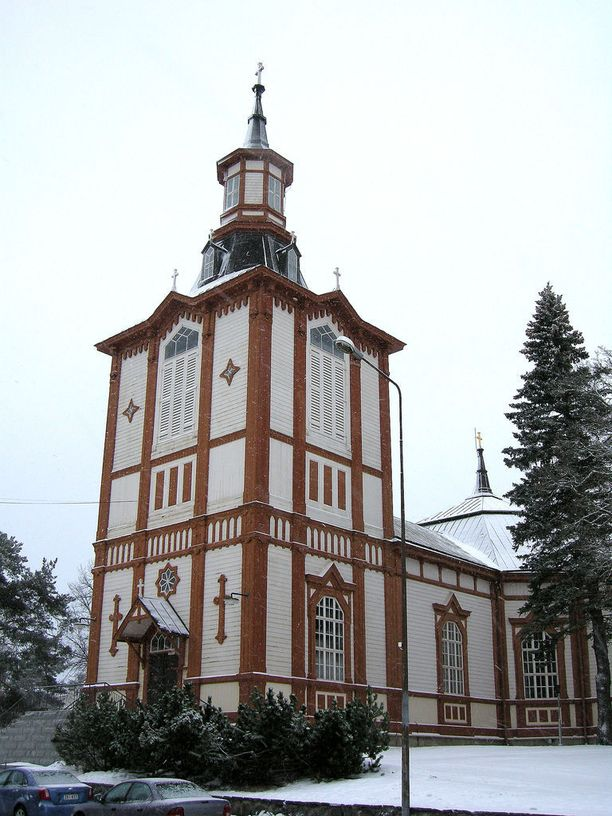 Akaan kirkko on arkkitehtuuriltaan uusgotiikkaa edustava puukirkko. Se on rakennettu 1816-1817. Kuva on vuodelta 2012, mutta kirkko maalattiin viime kesänä.