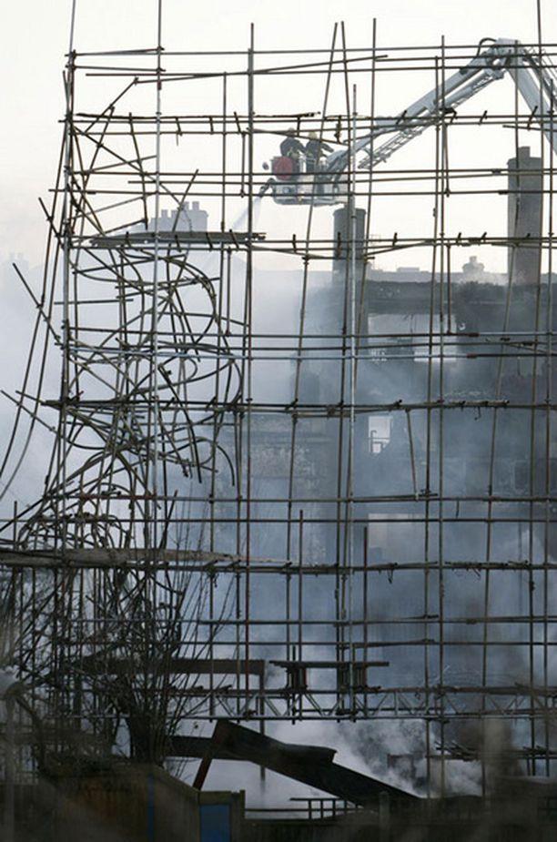 Rakennustyömaalta alkanut tulipalo aiheutti vakavan vaaran lähiseudun asukkaille.