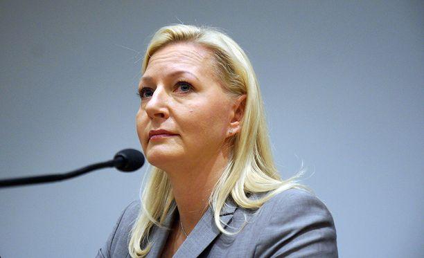 Kevan ex-toimitusjohtajaa Merja Kasoita (ent. Ailus) kertoi oikeudessa luottaneensa siihen, että lisien maksaminen tilille päättyy perheen muutettua pois Norjasta.