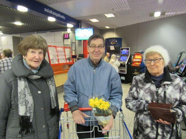 Anja, 79, Oiva, 81, ja Helvi, 94, ovat innokkaita rahapelien pelaajia.