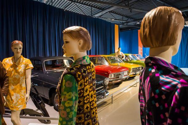 Muodikkaiden neitien takana Volvo Amazon ´64, Fiat 125 B-Special ´72