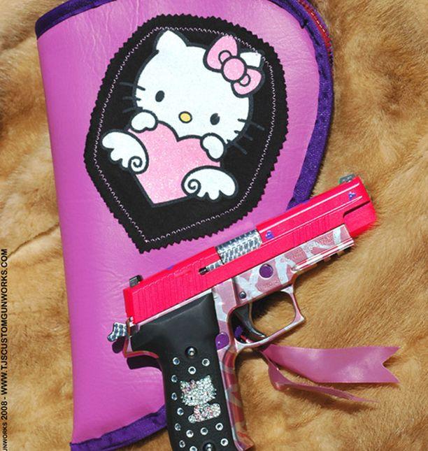 Hello Kitty -koristeisen Sig Sauer P226 aseen valmistus jouduttiin lopettamaan.