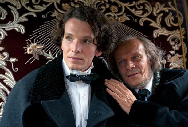 Elokuvassa Ludvigia esittää Sabin Tambrea ja Richard Wagneria Edgar Selge.