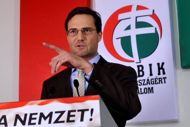 Jobbikin Marton Gyongyosi pyysi anteeksi puheitaan tiistaina.