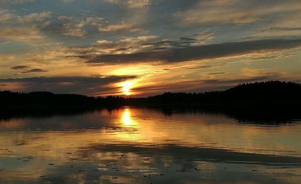 Auringonlasku Karttulassa.