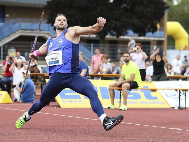 Saksalainen Johannes Vetterin henkilökohtainen ennätys on 94,44 metriä.