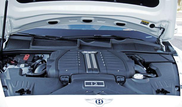 Bentleyn tuplaturbolla varustettu W12-moottori lennättää ison auton 4,1 sekunnissa nollasta sataan - jos kiihtyvyys on tärkeää.