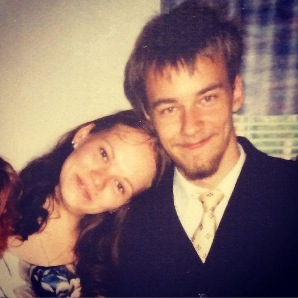 Teresia pääsi ripille kesällä 2003. Ville oli täyttämässä 19 vuotta.