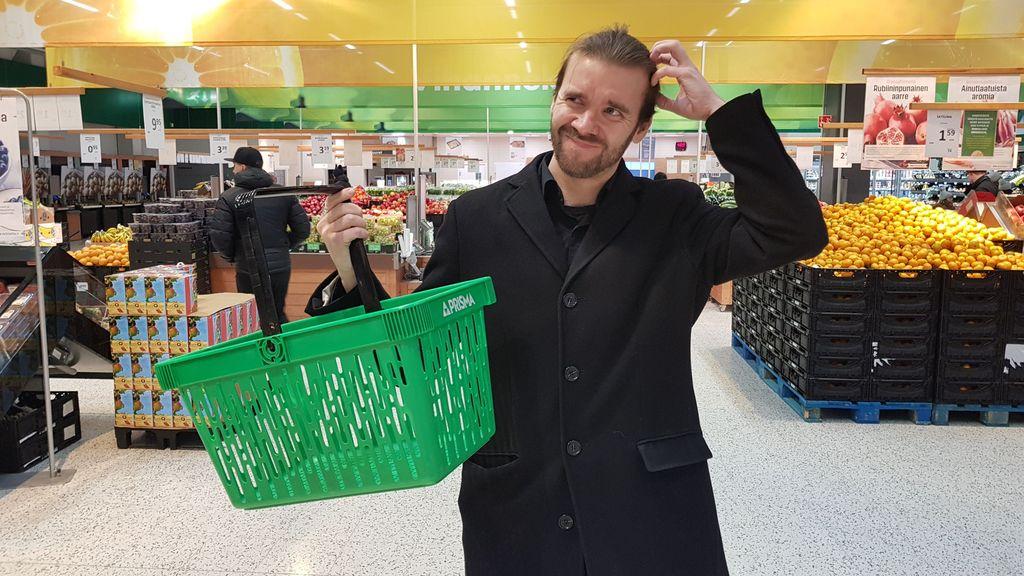 Isossa marketissa esimerkiksi kotimaisia vihanneksia on runsaasti tarjolla myös talvisaikaan. Maustehylly ja sertifikaattien todelliset tarkoitusperät aiheuttivat toimittaja Antti Haloselle kuitenkin päänvaivaa.
