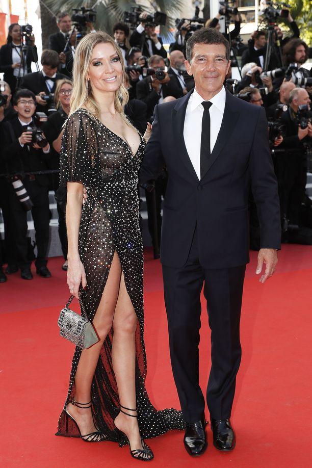 Antonio Banderas ja naisystävä Nicole Kimpel Cannesissa 25.5.2019.