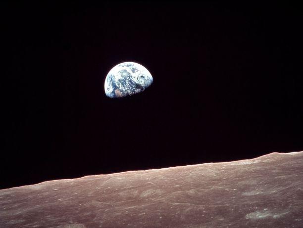Maa kuvattuna Kuun kiertoradalta