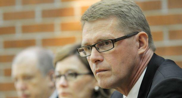 Pääministeri Matti Vanhanen lupasi, että hallitus tutkii poliisien tiedot ampujan haastattelusta.