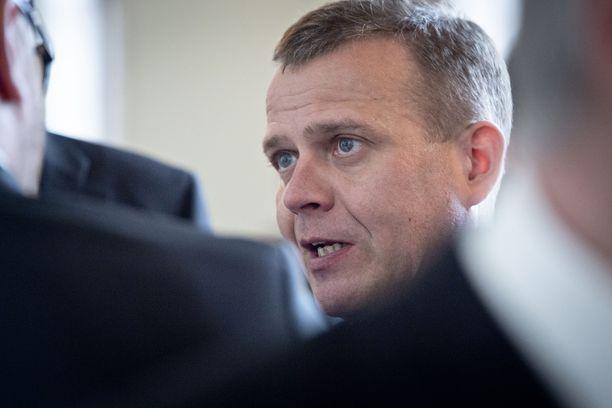 Kokoomuksen puheenjohtaja Petteri Orpo antaa sapiskaa hallitusohjelmalle.