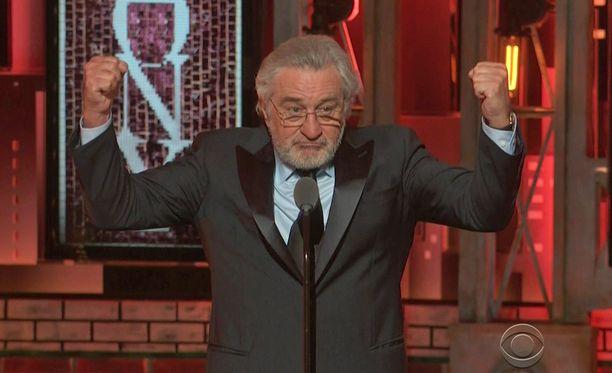 Robert De Niro antoi palaa sunnuntain Tony-gaalassa.
