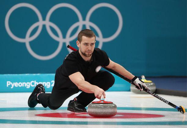 Aleksander Krushelnitskya ei nähdä curlingkisoissa muutamaan vuoteen.
