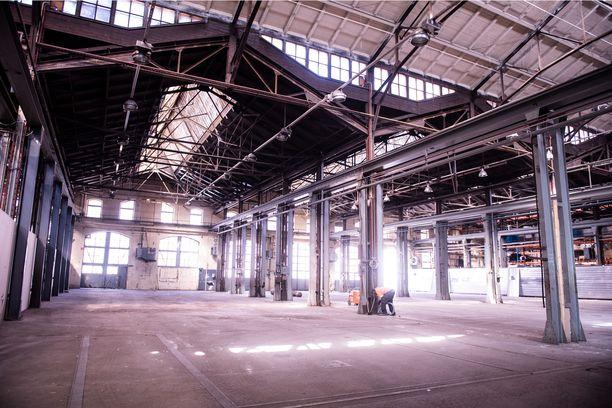 The Train Factoryn makasiinirakennuksissa on niin suuri kunnostustyö, että 11 miljoonan euron ostohinta on omistaja Bruce Oreckin mukaan pienin kustannuserä.