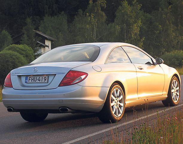 EPÄTAKSI Takaovien puuttuminen vahvistaa, että tämä auto ei kuulu edustusautotalliin eikä taksitolpalle.