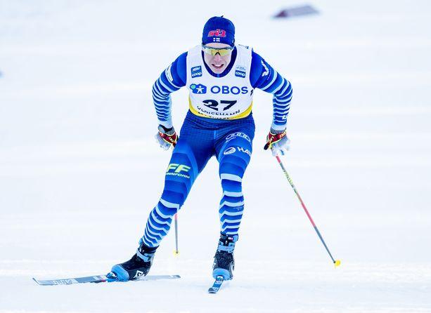 Verneri Suhonen hiihti lauantaina sprintin välieriin.
