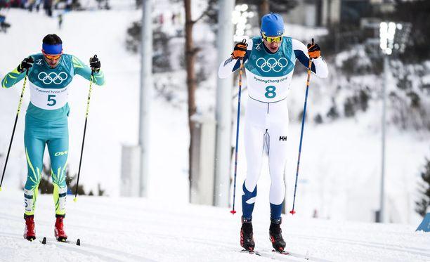 Niskanen hiihti osan matkaa yhdessä kazakstanlaisen Alexey Poltaraninin kanssa.