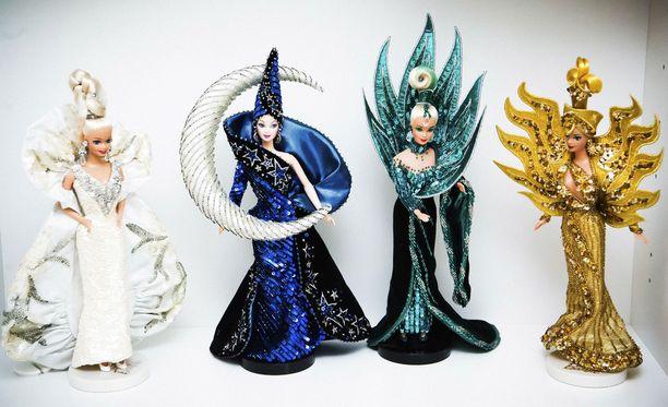 Platinium Barbie, Moon Goddess, Neptune Fantasy, ja Goddess of the Sun nuket, joiden asut on suunnitellut Bob Mackie.