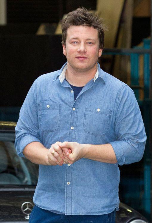 Jamie Oliverin arvellaan tienanneen uransa aikana lähemmäs 200 miljoonaa.
