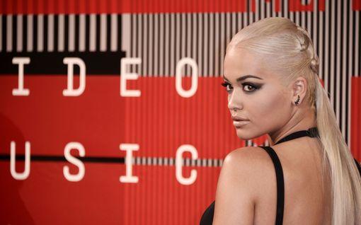 Rita Ora ei pääse palaamaan kotiinsa – syntymäpäiväjuhlilla pitkät seuraukset
