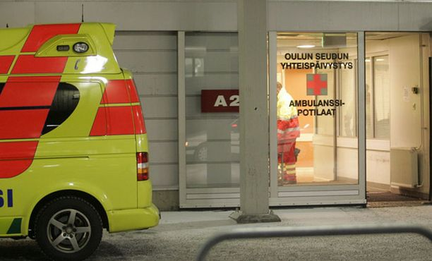 Taivalkoskelainen nainen ei ehtinyt Oulun sairaalaan asti, vaan synnytti matkalla ambulanssissa.