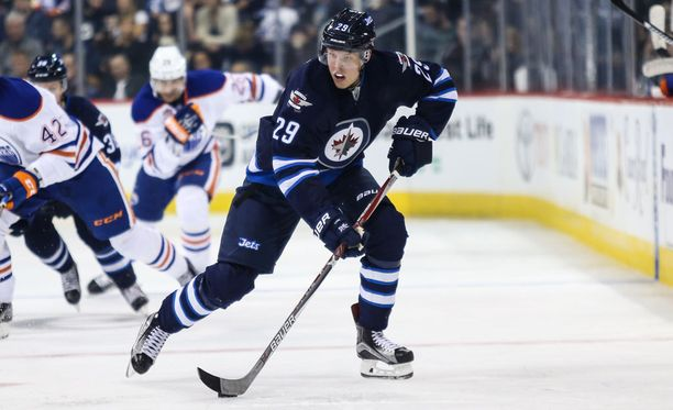 Patrik Laine metsästää ensimmäistä maaliaan Jetsin paidassa.