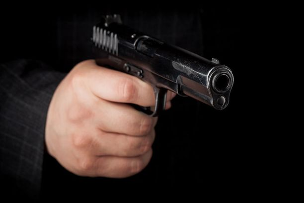Lähes puolet haastatelluista poliiseista kertoi vakavimman väkivaltatilanteen olleen sellainen, jossa poliisia uhattiin tai ammuttiin aseella.