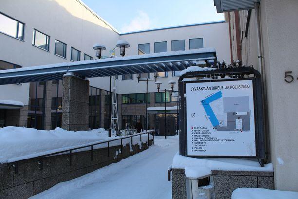 Keski-Suomen käräjäoikeus tuomitsi syytetyn neljän vuoden ehdottomaan vankeusrangaistukseen.