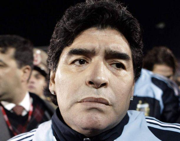 Tätä menoa Maradonan saa pian kengän kuvan takapuoleensa.