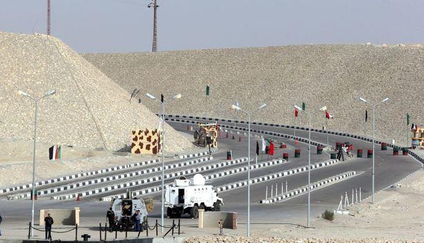 Egyptin turvajoukkojen ajoneuvoja tarkastuspisteellä Pohjois-Siinailla viime perjantaina.