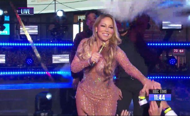 Mariah Careyn televisoitu esiintyminen viime uutenavuotena oli katastrofi. Hän esiintyi Times Squarella juuri ennen vuodenvaihdetta.