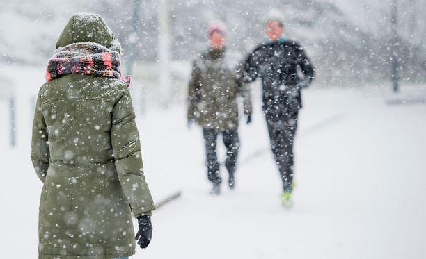 Lumisateet jatkunevat etelässä vielä tänään ja huomenna.