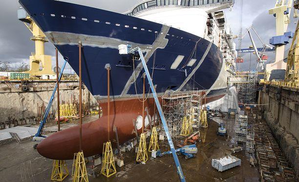 Turun telakalla risteilyalus Mein Schiff 5.