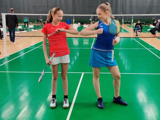 Nella Nyqvist ja Airi Mikkelä pelasivat perjantaina näytösottelun Mikkelän uran kunniaksi.