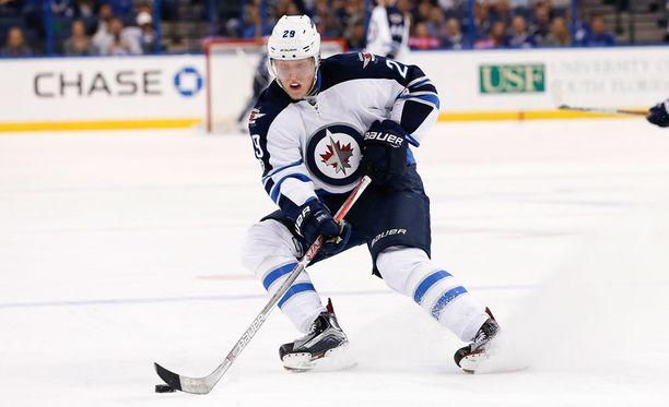 Patrik Laine laukoi kauden 21:nnen maalinsa ja nousi NHL:n maalipörssissä toiseksi.