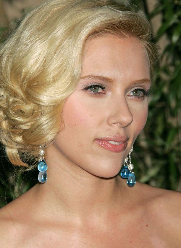 Scarlett Johansson suku puoli video