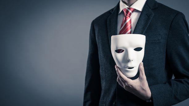 Valehtelu usein tunnistetaan alitajuisesti. Tämä johtuu siitä, että keskustelusta saattaa jäädä outo tunne siitä, että kaikki ei ole kohdallaan tai täsmää.