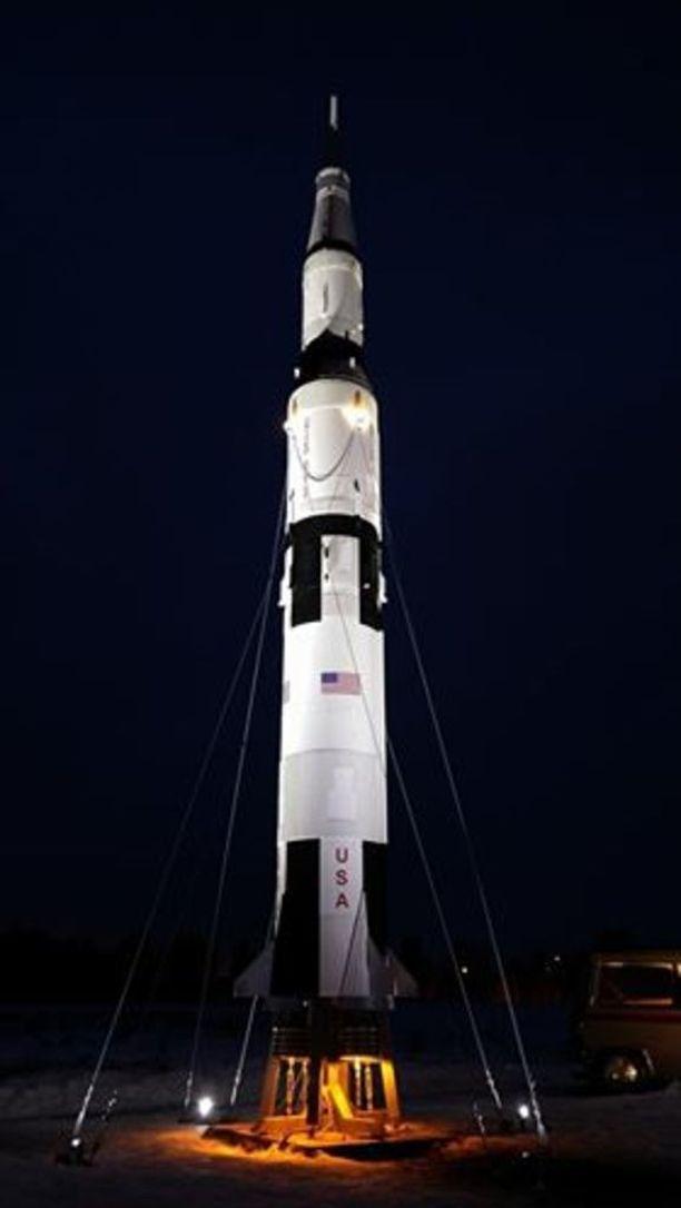 Saturn V -raketin mallista rakennettu 11-metrinen pienoismalli on Crazylandin tuorein luomus.