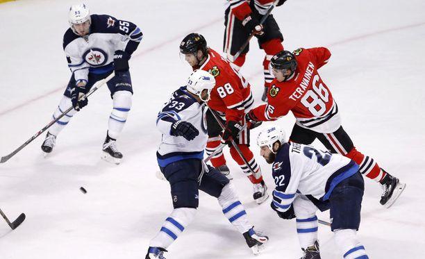 Teuvo Teräväinen tykitti ranteella uransa ensimmäisen NHL-maalin.