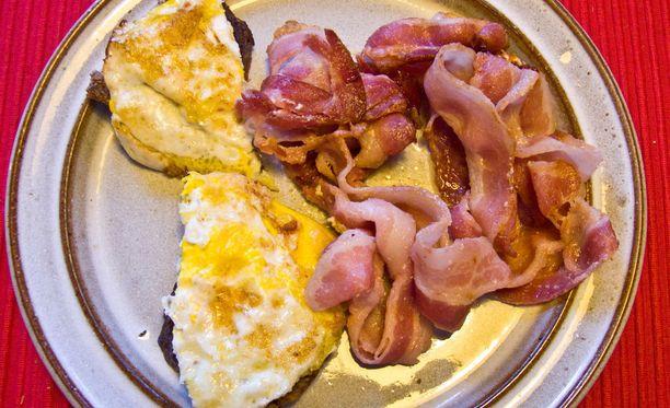 Perinteinen brittiaamiainen eli lautasellinen kananmunaa ja pekonia sopii ketodieettiin.