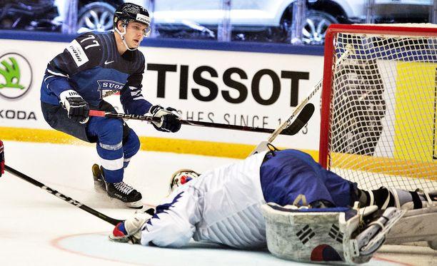 Markus Nutivaara iski yhden maalin Etelä-Korean maalivahdin Matt Daltonin taakse. Suomi voitti 8-1.