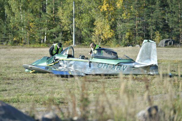 Itse rakennettu taitolentokone joutui onnettomuuteen Hyvinkäällä. Pilotti, koneen rakentaja, kuoli.