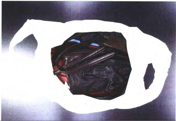 Valkoinen muovipussi löytyi Penttilän asunnon eteisen kaapista.